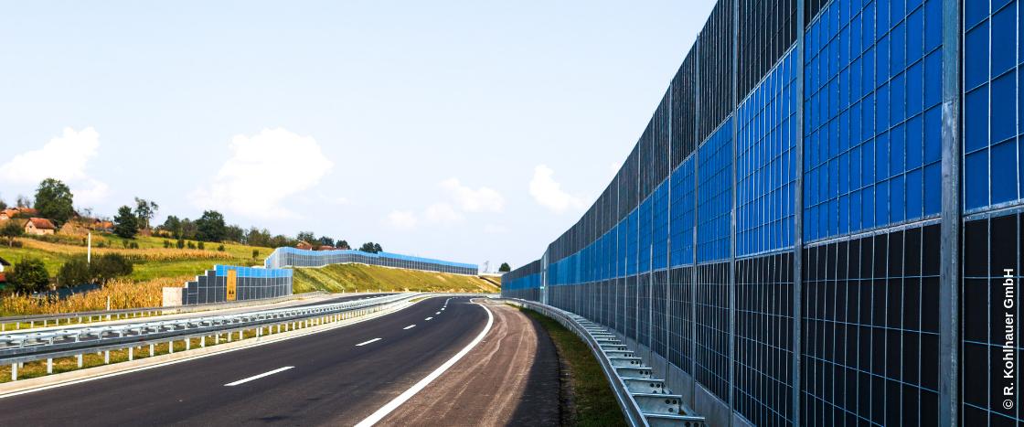 An einer Autobahn oder Schnellstraße ist es ohne entsprechende Lärmschutzmaßnahmen sehr laut.