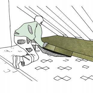 Bei begehbaren Geschossdecken in Holzbauweise wird zunächst eine Dampfbremsfolie angebracht. Im nächsten Schritt werden die druckfesten Dämmplatten aus Steinwolle verlegt.
