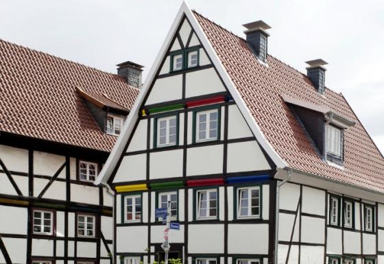 Fachwerkhäuser: Eine Sanierung zum Erhalt dieser denkmalgeschützten Bauwerke ist unverzichtbar.